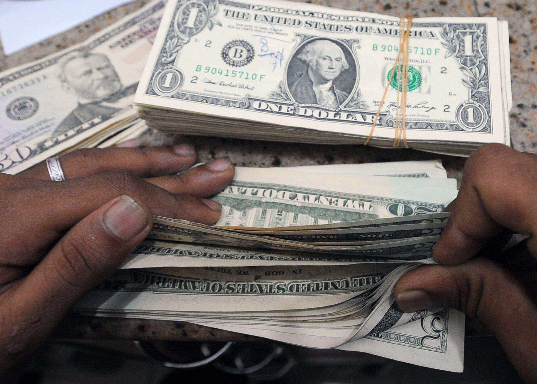 سعر الدولار يستقر أمام الجنيه.. تعرف على سعره في البنوك اليوم
