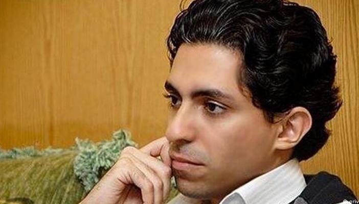 """زوجة المدون السعودي المتهم بالإساءة للإسلام تتسلم جائزة """"ساخاروف"""""""