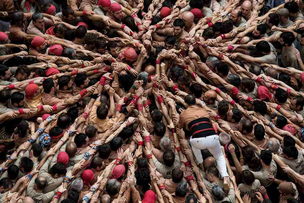 ss-161002-spain-human-towers-jpo-02_68ae