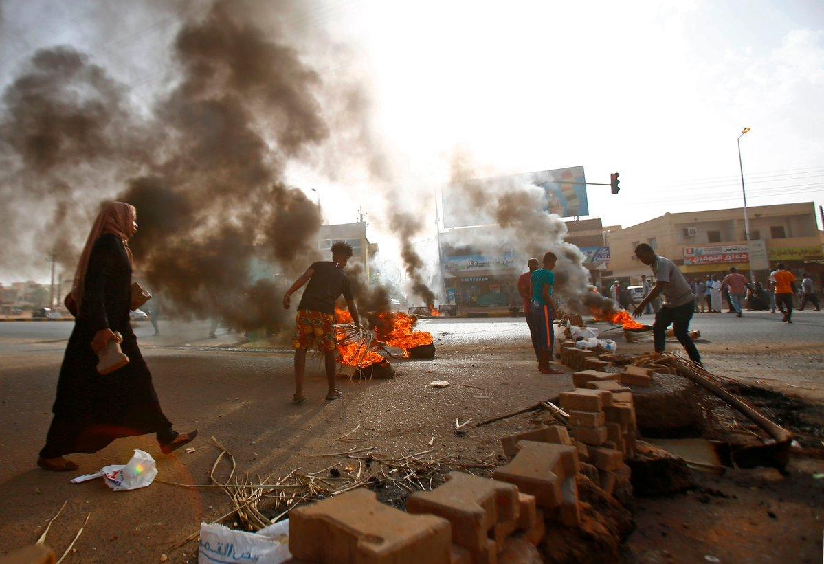 السودان.. انقطاع الإنترنت والاتصالات الهاتفية عقب فض اعتصام القيادة